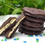You won't believe how quick, easy and perfectly delicious these Copycat Thin Mint Cookies are to make! 3 ingredients & 15 minutes is all you need. Vegan, no bake, perfect - craftycookingmama.com