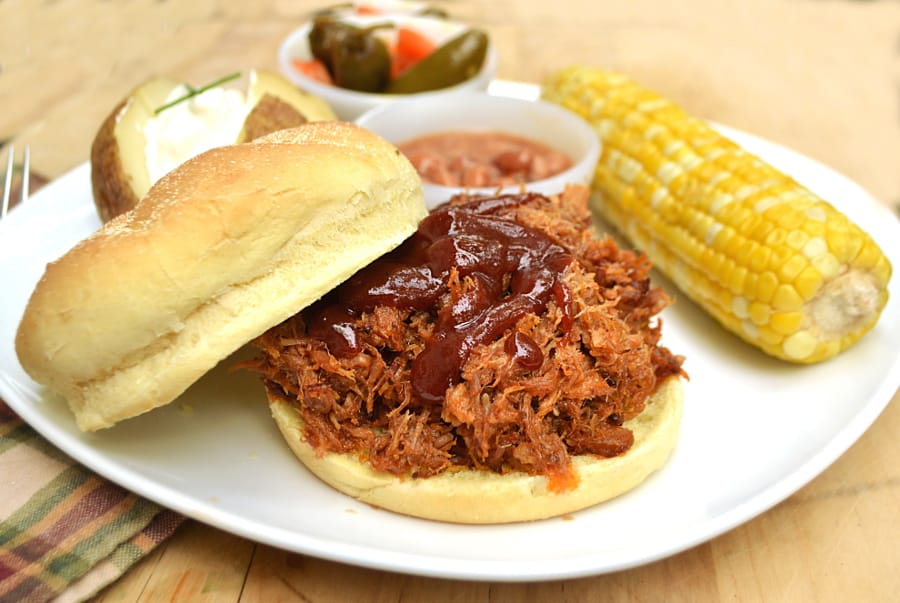 #VivaLaMorena | Fall Apart Pulled Pork Roast Sandwiches with Homemade Chipotle Pepper Barbeque Sauce | craftycookingmama.com