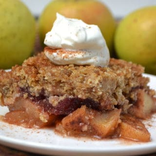Apple Cranberry Crisp made with cranberry sauce | www.craftycookingmama.com