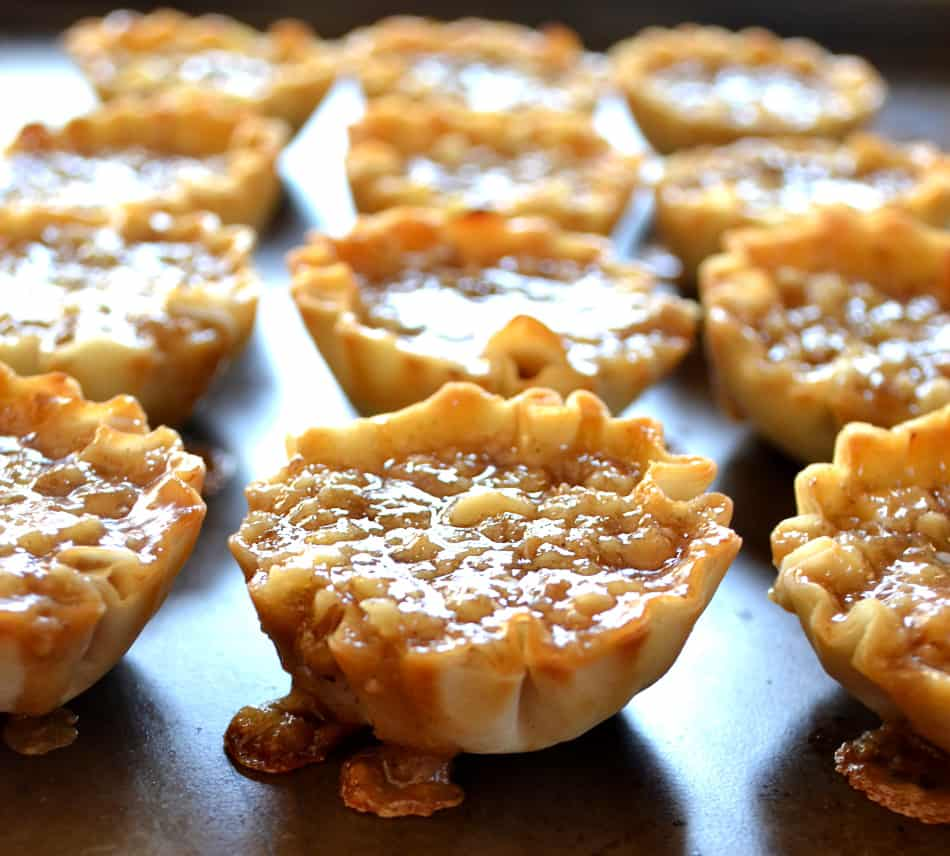 Baklava Bites | Baklava Mini Tarts | Quick & Easy Baklava | www.craftycookingmama.com