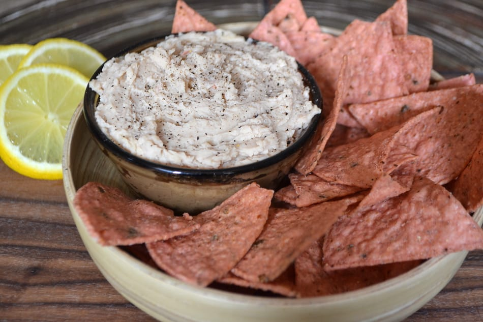 White Bean Dip w/ Roasted Garlic, Olive Oil & Lemon | Quick, Easy, Delicious, Healthy, Vegan Snack | www.craftycookingmama.com