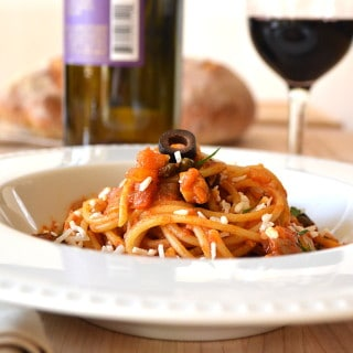 Spaghetti Puttanesca | Classic Puttanesca with Fennel, Onions & Mushrooms | Quick, Easy, Delicious | www.craftycookingmama.com