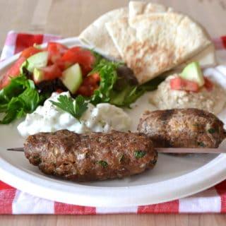 Kefta Kabobs with Tzatziki Sauce | Ground Turkey Kefta Kabobs | www.craftycookingmama.com