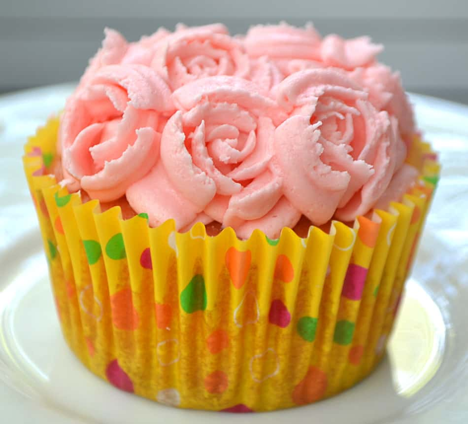 Vanilla Cupcakes, Buttercream Frosting & beautiful decorating with Russian Style Piping Tips. Bakery style cupcakes at home | www.craftycookingmama.com