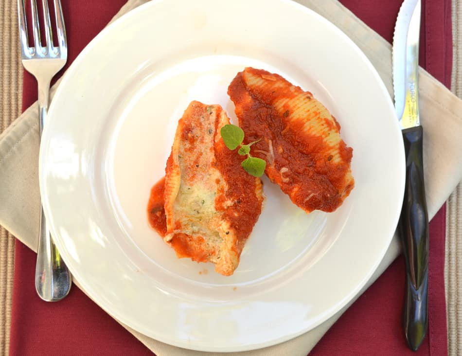 Quick, simple, classic & delicious Stuffed Shells with LOADS of cheese   www.craftycookingmama.com