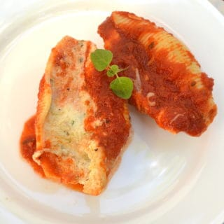 Simple, classic & delicious Stuffed Shells with LOADS of cheese | www.craftycookingmama.com