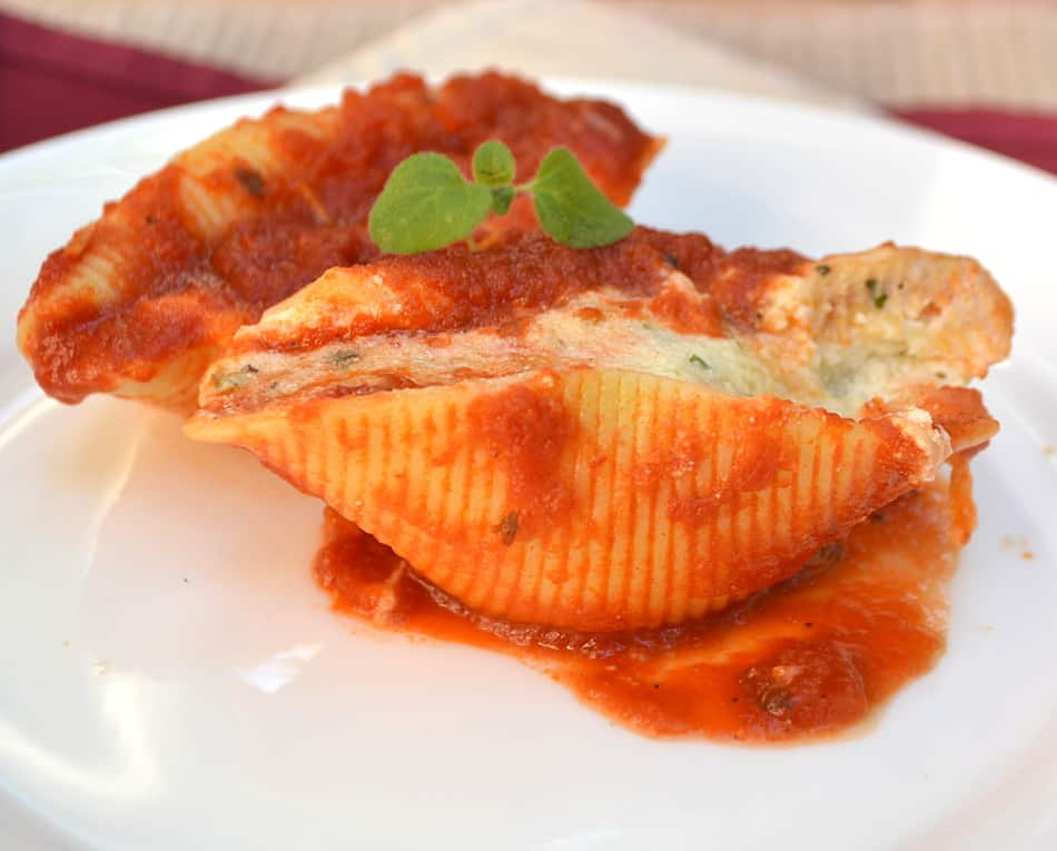 Quick, simple, classic & delicious Stuffed Shells with LOADS of cheese | www.craftycookingmama.com