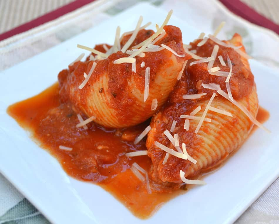 Simple, classic & delicious Stuffed Shells with LOADS of cheese   www.craftycookingmama.com