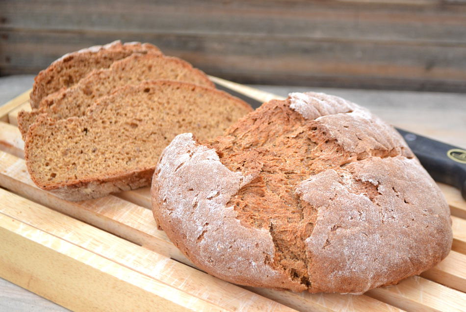 Perfect, simple & delicious Rye Bread | www.craftycookingmama.com