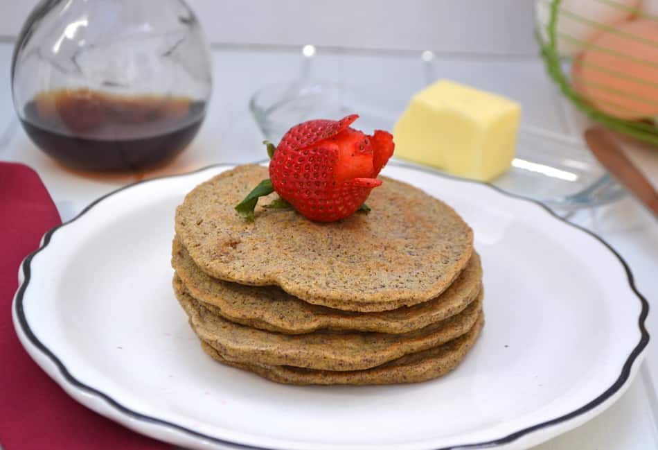 Low Carb & Diabetic Friendly Flax Pancakes | Fluffy, soft & tender - delicious | www.craftycookingmama.com
