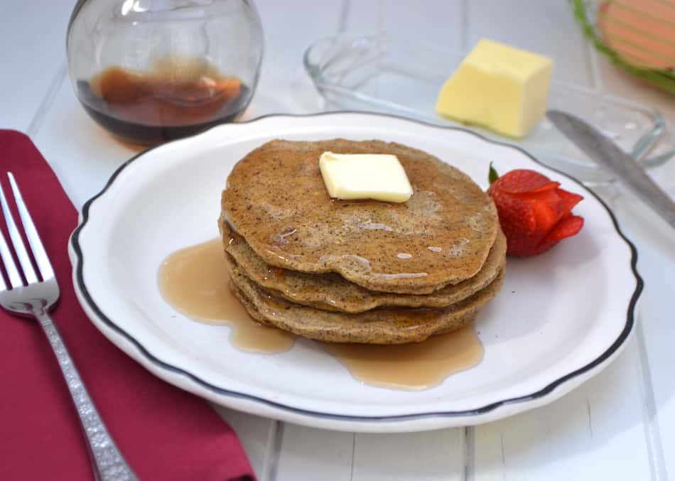 Low Carb & Diabetic Friendly Flax Pancakes | Fluffy, light, soft & tender - delicious | www.craftycookingmama.com