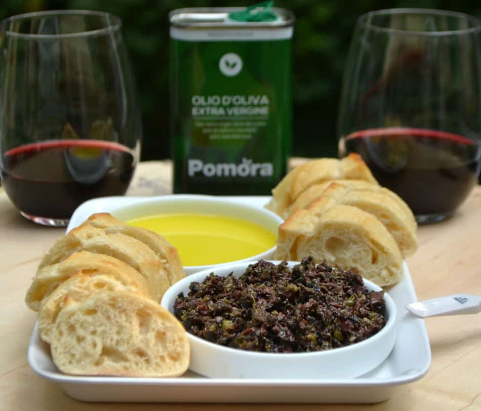 Try this simple & delicious Olive Tapenade made with black and kalamata olives, olive oil, capers, anchovies & garlic | www.craftycookingmama.com