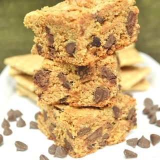 A chewy, different & delicious chocolate chip cookie bar / blondie made with graham cracker crumbs   Quick to make with only 6 ingredients   Kid friendly baking   craftycookingmama.com