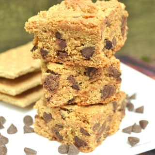 A chewy, different & delicious chocolate chip cookie bar / blondie made with graham cracker crumbs | Quick to make with only 6 ingredients | Kid friendly baking | craftycookingmama.com