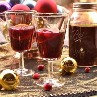 Mulled Cranberry Wine | Warm Spiced Cranberry Wine | Glühwein | www.craftycookingmama.com
