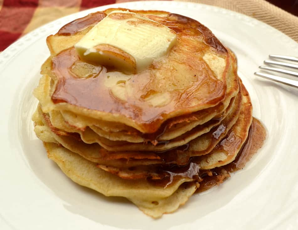 Apple Cider Syrup | DIY Easy to Make Breakfast Pancake Syrup | Apple Pancake Waffle Syrup | www.craftycookingmama.com