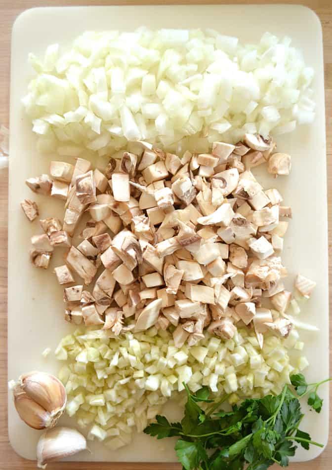 Puttanesca with fennel, onions & mushrooms | www.craftycookingmama.com