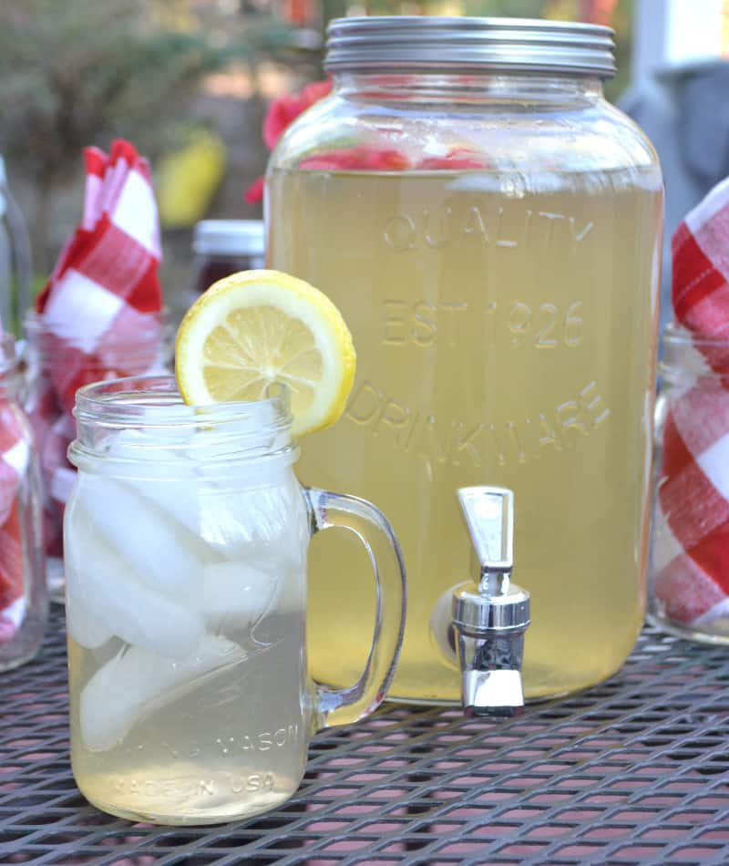 Simple Iced Green Tea with Honey & Lemon | www.craftycookingmama.com