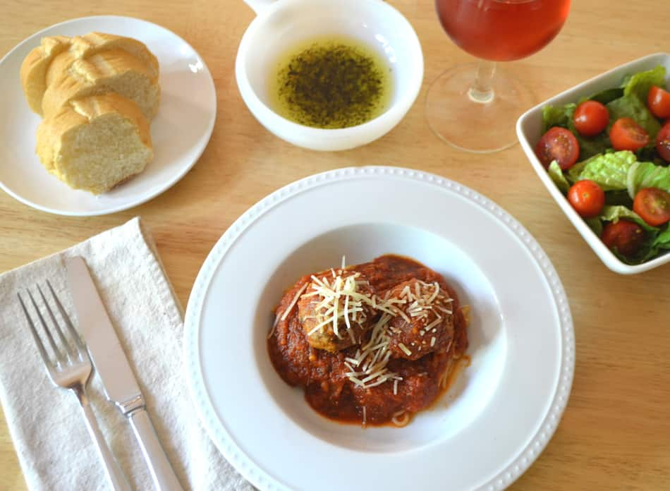 Family Favorite Spaghetti & Meatballs with Red Sauce | Quick, Easy & Delicious | www.craftycookingmama.com