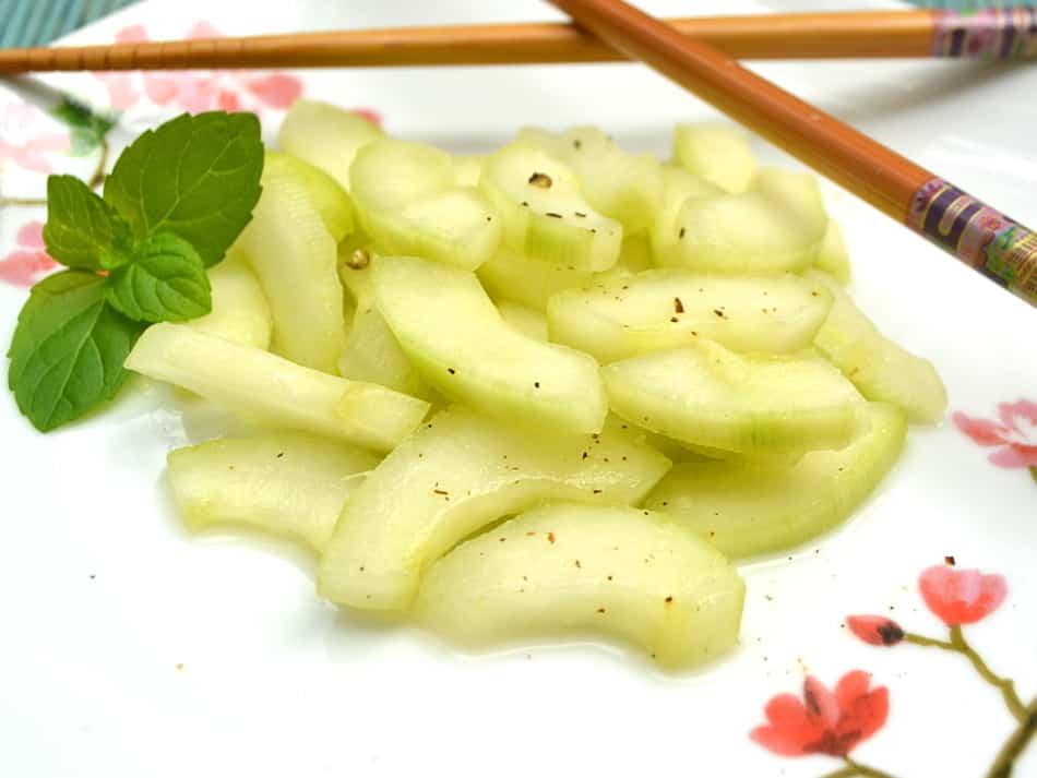 Japanese Ginger Cucumber Salad | www.craftycookingmama.com