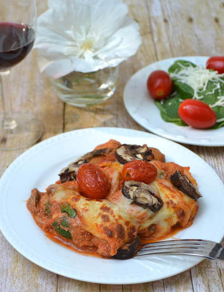 Cheesy Tomato, Mushroom & Spinach Baked Gnocchi - Quick, Easy & Delicious | www.craftycookingmama.com