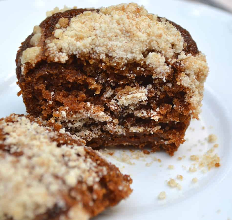 Shoofly Cupcakes. A sweet, moist molasses PA Dutch & Lancaster favorite made into fun little cakes. Vegan friendly | www.craftycookingmama.com