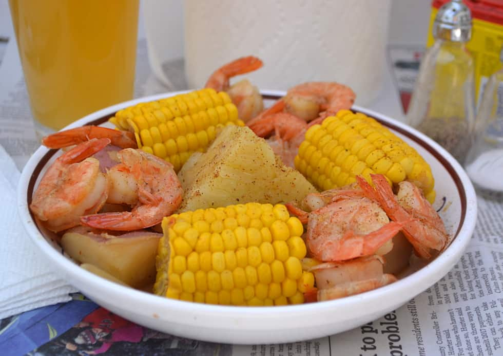 Beer-Boiled Shrimp & Corn Boil | www.craftycookingmama.com