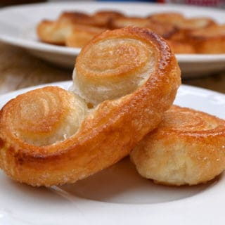 Palmiers - A French Pastry that's fancy but not fussy. Buttery, flaky, delicate & delicious | www.craftycookingmama.com